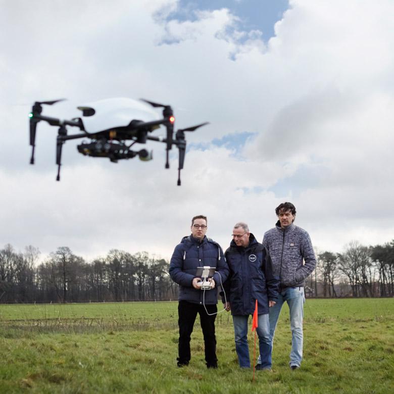 drone-vliegen-weiland-2